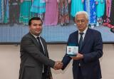 Сотрудник ИСМИ награждён нагрудным знаком  «Халқлар дўстлиги»