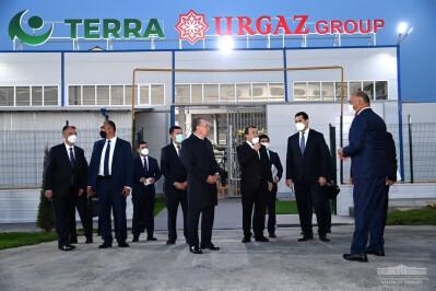"""Prezident """"Urgut"""" erkin iqtisodiy zonasidagi korxonalar faoliyati bilan tanishdi"""