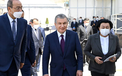 Глава государства ознакомился с деятельностью фармацевтического предприятия