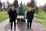 Президенты Узбекистана и Кыргызстана посадили дерево