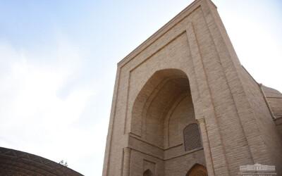 Президент посетил мавзолей Хакима ат-Термези