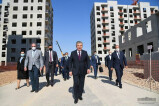 President becomes acquainted with a modern housing complex in Yashnabad