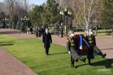 Возложены цветы к подножию памятника Исламу Каримову
