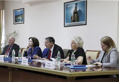 СМТИда ўзбек-америка давра суҳбати