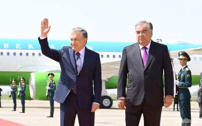 Президента Узбекистана торжественно встретили в Душанбе