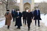 Президент посетил мавзолей Накшбанда