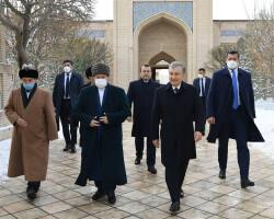 President visits Bahauddin Naqshband Mausoleum