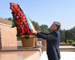 The President visits Mustaqillik Square