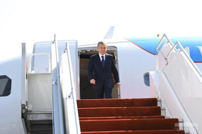 Shavkat Mirziyoyev arrives in Tajikistan