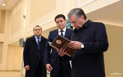 Президент ознакомился с деятельностью новой Народной приемной в Ташкенте