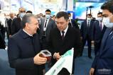 Главы государств ознакомились с выставкой промышленной продукции