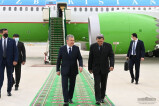 Shavkat Mirziyoyev arrives in Turkmenistan