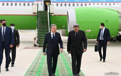 Начался визит Шавката Мирзиёева в Туркменистан