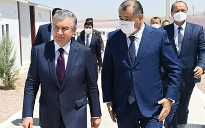 Президент қурувчиларнинг яшаш жойини бориб кўрди