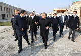 Глава государства ознакомился с центром керамики в Риштане