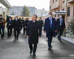 Prezident yangi uy sohiblari bilan suhbatlashdi