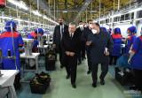 Президент ознакомился с новыми предприятиями в Ферганском районе